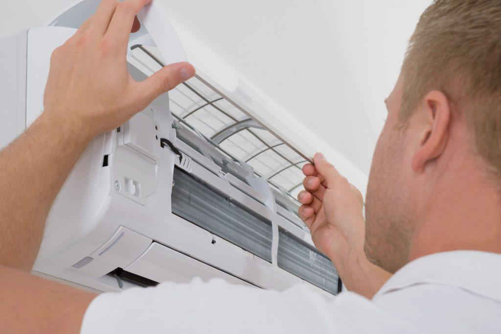 Instalando un aire acondicionado de bajo consumo